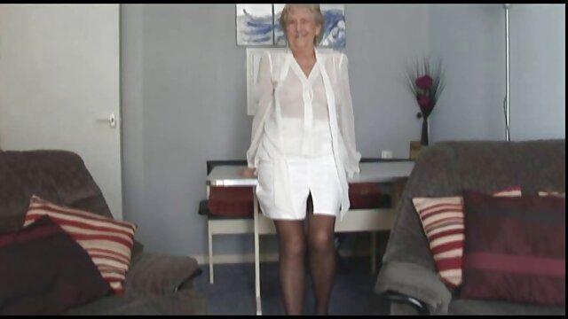 マッサージ師squeezesクライアントので、彼女は彼のコックを吸う 女性 用 av 無料