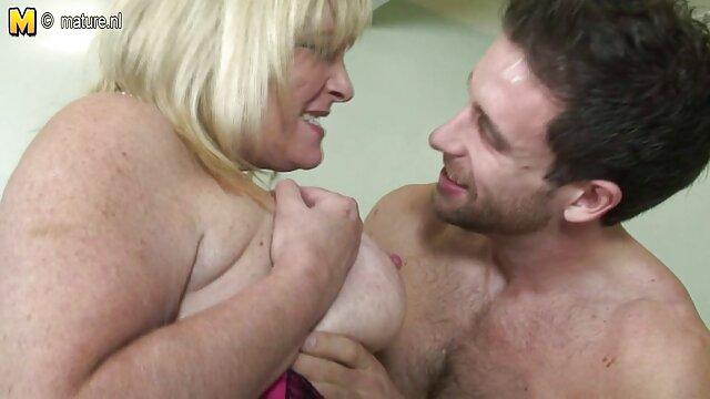 ダチは彼女の膣をなめ、ボールにモンスターを挿入します アダルト 動画 女 向け